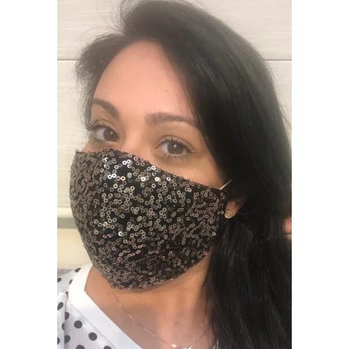 Máscara preta e dourada de paetê