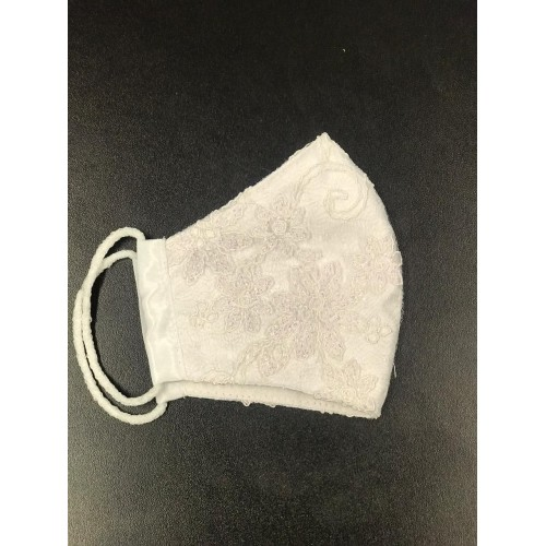 Máscara branca de renda
